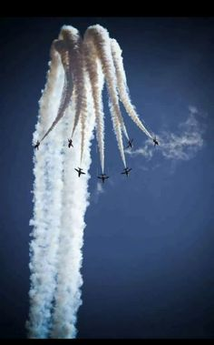 The Blue Angels, based in nearby Pensacola, are flying again in Photo cour… - Aircraft design Blue Angels, Great Photos, Cool Pictures, Crazy Photos, Creative Photos, Beautiful Pictures, Photo Avion, Red Arrow, Military Aircraft