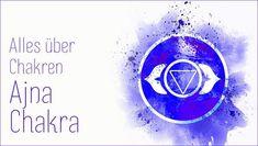 Unser Stirn-Chakra ist die Tür zu unserer Intuiton. Im sechsten Teil unserer Chakra-Serie erfährst du von Katharina Maurer alles über das Ajna Chakra: welche Aspekte es repräsentiert, was für Folgen eine Blockierung hat – und wie du es öffnest. Yoga Meditation, Mantra, Chakra Yoga, Online Yoga, Yoga Videos, News, Aura Colors, Yoga At Home, Chakras