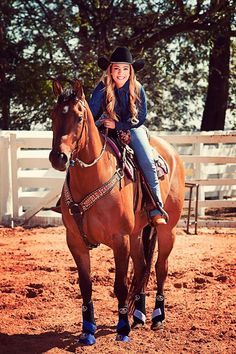 Horse Senior Pictures, Cowgirl Pictures, Horse Photos, Barrel Racing Horses, Barrel Horse, Horse Girl Photography, Equine Photography, Cute Horses, Beautiful Horses