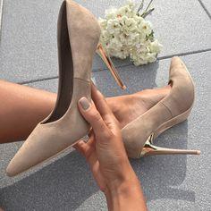 Escarpins beige Silvia Baskets, Pumps, Heels, Porn, Shoe, Fashion, Beige Pumps, Knee High Boots, Ankle Boots