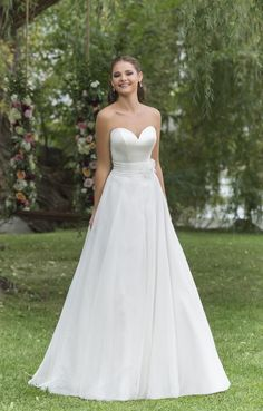 Sweetheart Gowns Fall 2016 Wedding Dresses - World of Bridal 2016 Wedding Dresses, Stunning Wedding Dresses, Wedding Dress Trends, Bridal Dresses, Wedding Gowns, Justin Alexander Bridal, Bridal Elegance, Sweetheart Wedding Dress, Nice Dresses