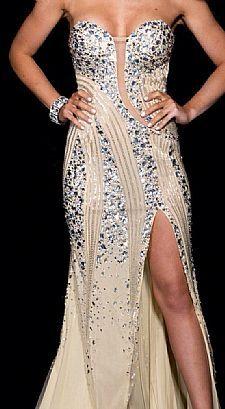 Vestido de formatura a venda no site - R$ 1.800,00 - http://www.vestidosonline.com.br/vestido-5393/vestido-de-formatura-nude-com-pedras-prata