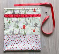How to Make a Drawstring Bag (Tutorial) | Sew Mama Sew | Outstanding sewing, quilting, and needlework tutorials since 2005.