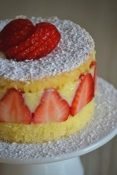 Ring Cake, Cute Desserts, Biscuits, Cheesecakes, Deserts, Food And Drink, Ice Cream, Fruit, Wafer Cookies