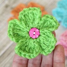 After making some little bow tiesover the weekend, I was in the mood to crochet flowers today. This little daisy crochet pattern is very simple – they might take three minutes to whip up. This little flower is a great beginner crochet pattern, too! These flowers are great for embellishing hats, blankets, and bags. Yo