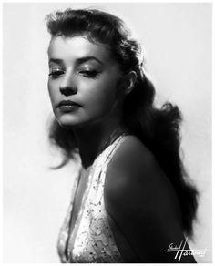 Jeanne Moreau  Roland Barthes  En France, on n'est pas acteur si l'on n'a pas été photographié par le Studio Harcourt