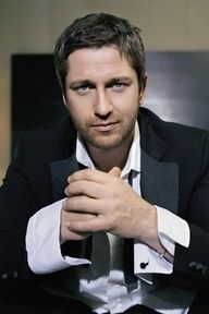 Gerard Butler...Holy Cow Honey! Could you look anymore perfect?