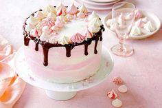 Cheat's triple-layer meringue cake Raw Desserts, Delicious Desserts, Baking Recipes, Cake Recipes, Fondant, Mini Meringues, Sugar Dough, Desserts With Biscuits, Gourmet Cakes