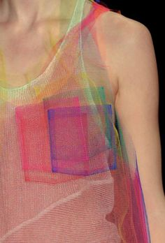 Osklen - interesting effect by layering sheer fabrics Fashion Art, High Fashion, Fashion Show, Womens Fashion, Fashion Design, Weird Fashion, Fashion Ideas, Fashion Trends, Textiles