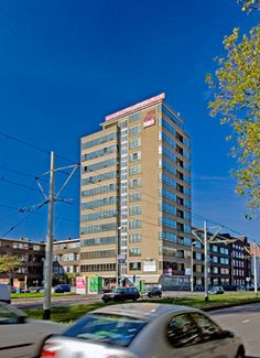 HOUSING UNGERPLEIN, Rotterdam, 1936, Van den Broek and Bakema, 12 floors, was luxury flats 2/floor now offices. Looks so 60s.