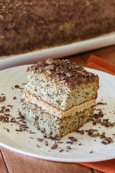 A delicious and simple poppy seed cake recipe made with a dulce de leche cream. Homemade Desserts, No Bake Desserts, How To Make Cake, Food To Make, Cream Decor, Poppy Seed Cake, Sweet Bread, No Bake Cake, Cake Recipes