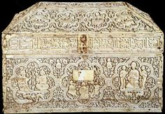 Fig: 137 - casket made for the chamberlain Abd al-Malik. - Spain. - 1004-5. - Ivory. significance: the box was probably a gift made during the reign of Hisham II to celebrate the conquest of Leon by Abd al-Malik, the son of the famous vizier al-Mansur. pg. 258-259  http://www.navarra.es/home_en/Temas/Turismo+ocio+y+cultura/Museos/Museos+y+colecciones+permanentes/Museo+Navarra/Coleccion/Piezas+destacadas.htm