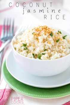 Coconut Jasmine Rice - Easy side dish of jasmine rice cooked in coconut milk and topped with toasted coconut - perfect with curry. Thai Side Dishes, Curry Side Dishes, Rice Side Dishes, Side Dishes Easy, Side Dish Recipes, Food Dishes, Jasmine Rice Recipes, Coconut Milk Recipes, Rice