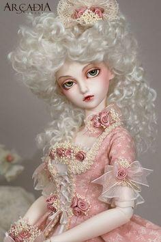 Arçadia Dolls -- Marie Antoinette (though Antoinette had blue eyes) Pretty Dolls, Cute Dolls, Beautiful Dolls, Marie Antoinette, Enchanted Doll, Little Doll, Ball Jointed Dolls, Blythe Dolls, Dolls Dolls