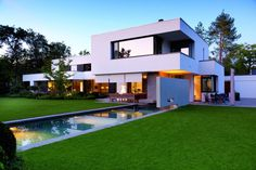 Villa in Munich by Stephan Maria Lang