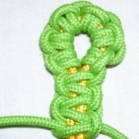 Buttonhole Clasp  http://www.free-macrame-patterns.com/jewelry-clasps.html
