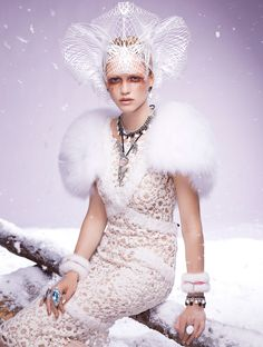Queen of ice and snow / karen cox. Ice Queen Editorials - The Hanna Wahmer for Vogue Gioiello Winter 2011 Shoot is Stunningly Serene (GALLERY) Russian Fashion, Russian Style, White Queen, Shades Of White, Snow Queen, Crown, Vogue Magazine, Vogue Fashion, Editorial Fashion