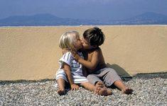 Bisous et tendresse d'enfants