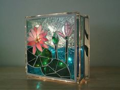 Best Arts and Crafts at one place – Collection of tips and ideas Stained Glass Mirror, Stained Glass Rose, Stained Glass Crafts, Stained Glass Designs, Mosaic Crafts, Stained Glass Patterns, Mosaic Art, Mosaic Glass, Painted Glass Blocks