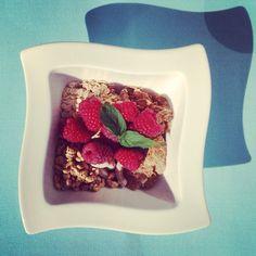 #gastrookno #breakfast #porridgeoats #cornflakes #cereals #raspberries #mint #thursdaymorning #sunnyagain