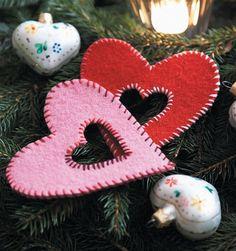 Skønne filthjerter - Hendes Verden Christmas Crafts For Kids, Christmas Fun, Kids Crafts, Crafts To Make, Snowflake Template, Snowflake Craft, How To Make Ornaments, Christmas Tree Ornaments, Bingo