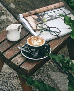 An outdoor afternoon coffee break ☕️ Coffee Geek, Coffee Blog, Coffee Is Life, Coffee Latte, Best Coffee, Iced Coffee, Coffee Time, Coffee Cups, Coffee Lovers
