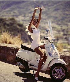 Piaggio Vespa, Scooters Vespa, Scooter Motorcycle, Motorbike Girl, Motor Scooters, Gas Moped, Moped Bike, Scooter Scooter, Lambretta Scooter