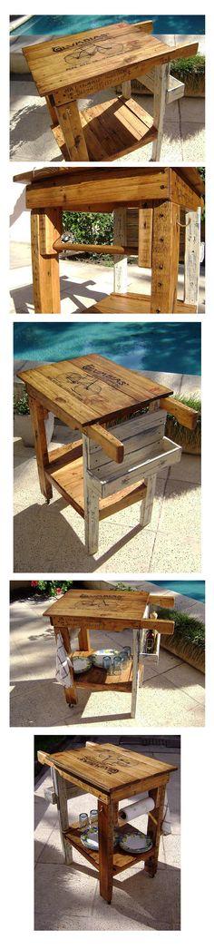 Mesita auxiliar de cocina, realizada con materiales recuperados.