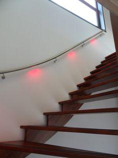46 beste afbeeldingen van Trapleuningen met LED verlichting in 2018 ...