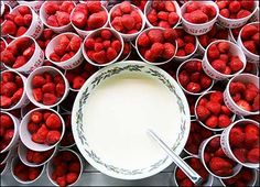 Strawberries and cream #PerfectPicnic #JacobsCreek