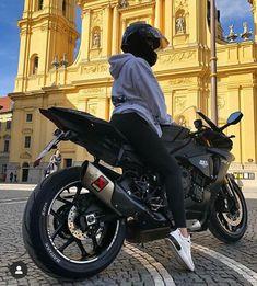 Yamaha R1, Yamaha Motorcycles, Vintage Motorcycles, R15 Yamaha, Womens Motorcycle Helmets, Motorcycle Bike, Motorcycle Girls, Motorcycle Tattoos, Motorcycle Outfit