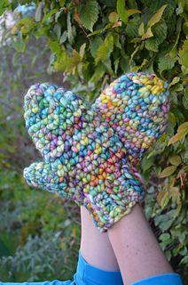 Iris mittens crochet pattern on Ravelry