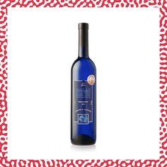 Ce cépage provenant d'Alsace s'est parfaitement adapté au terroir suisse. Ce Gewürztraminer est un vin ample et puissant offrant des saveurs florales et épicées de pétales de rose et de poivre blanc. Premier domaine certifié Bio dans le Canton de Vaud, Reynald Parmelin, a gagné pendant 5 années consécutives le prix du Meilleur Vin Bio au Grand Prix du Vin Suisse pour son Johanniter, Pinot Noir Vieilles Vignes et son Pinot Gris Vendange Tardive Canton, Pinot Gris, Alsace, Bio, Grand Prix, Vodka Bottle, Drinks, Grape Vines, Pepper