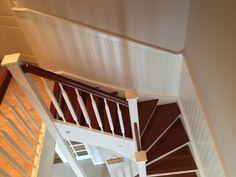 #wallpaneling #beadboard.de #NantucketBeadboard #MarthaStewart #newenglandstyle #stairway #woodenstairs #stairs #Germany Photocredit: designsforliving.de