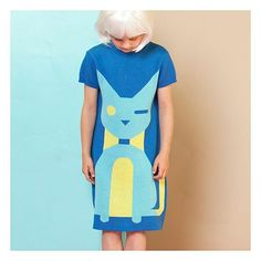 Meow... A little wink from our blue cat. #Raspberryplum #cat #graphic #dress #organic #gorl #kidsfashion #fashionkids #kidsinstyle #instakids #style #chic #blue #fun #summerdress
