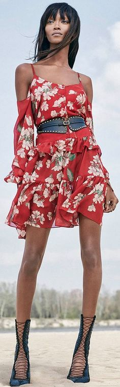 Magda Butrym Spring/Summer 2016 Floral Fashion, Red Fashion, Gypsy Fashion, Womens Fashion, Gypsy Style, Bohemian Style, Magda Butrym, Wild Style, Spring Summer 2016