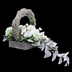 Funeral Flower Arrangements, Funeral Flowers, Floral Arrangements, Corner Garden, Ikebana, Flower Decorations, Flower Designs, Floral Design, Projects