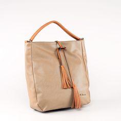Hľadáte zaujímavú, no zároveň farebne neutrálnu kabelku, ktorú budete môcť nakombinovať k čomukoľvek? Našli ste! Táto krásna elegantná kabelka bude vašim verným spoločníkom.