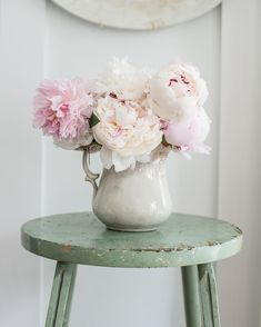 And there's the last of the peonies. Fingers are crossed for hydrangeas! #gardening #mmshome #ironstone #antiques #farmhousestyle