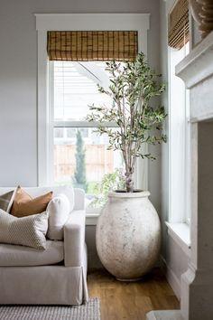 First Home Furniture Grey Living Room Inspiration, Interior Design Inspiration, Home Decor Inspiration, Decor Ideas, Quinta Interior, Home Interior, Interior Colors, Interior Ideas, Home Living Room