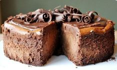 The BEST Chocolate Cheesecake recipe topped with creamy chocolate ganache! If you're a chocolate lover, bust out your quality chocolate and try this ultimate cheesecake recipe today. How to make…View Post Beaux Desserts, No Bake Desserts, Just Desserts, Delicious Desserts, Yummy Food, Health Desserts, No Bake Chocolate Cheesecake, Best Cheesecake, 7 Inch Cheesecake Recipe