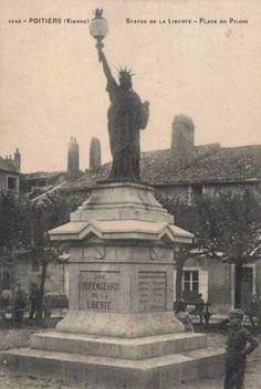 POITIERS - Place de la Liberté