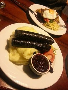 Famous black sausage in Finland, you must go to Tampere to try it! Meanwhile In Finland, Salmon Soup, Scandinavian Food, Good Food, Yummy Food, Time To Eat, Diet Recipes, Bacon, Nostalgia