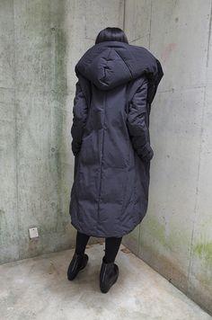 ATRUM BLOG I Love Fashion, Urban Fashion, Winter Fashion, Fashion Design, Casual Fall Outfits, Cool Outfits, Cool Coats, Blanket Coat, Cool Style