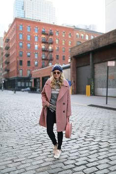 Blair Eadie of Atlantic-Pacific in a cozy winter look. This outfit combines denim, sneakers and a cozy sweater for a casual, yet polished look. Atlantic Pacific, Winter Wear, Autumn Winter Fashion, Pink Fur Coat, Blair Eadie, Terracota, Fashion Sites, Jeans And Sneakers, Winter Looks