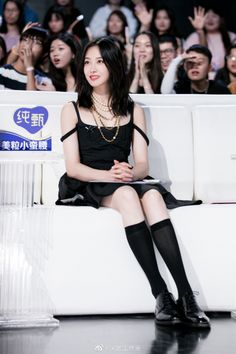 Song Qian, Victoria Song, Poses For Photos, Chinese Actress, Photoshoot, Actresses, Songs, Celebrities, Cute