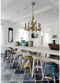 Loving the mismatched colorful stools in the white kitchen. Kitchen Stools, Kitchen Dining, Bar Stools, Big Kitchen, Dining Stools, Design Kitchen, Home Decoracion, Living Comedor, Colorful Chairs