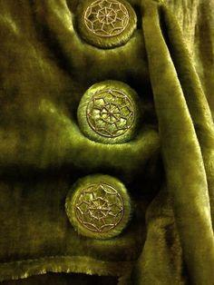 Green Velvet & Buttons ~ Coat for a Silent Movie Icon ~ Joanne Fleming Design: 'Lucienne' . Vintage Glam, Vintage Velvet, Vintage Green, Vert Olive, Olive Green, Couleur Chartreuse, Chartreuse Color, Pantone Verde, Color Style