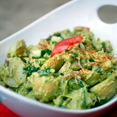 Creamy Avocado Potato Salad - Looks and sounds like pure heaven.Creamy Avocado Potato Salad - Looks and sounds like pure heaven. Healthy Recipes, Avocado Recipes, Salad Recipes, Vegetarian Recipes, Cooking Recipes, Guacamole, Sans Lactose, Comida Latina, Picnic Foods