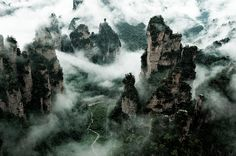 Fog Attack, Zhangjiajie    par Tonnaja Anan Charoenkal
